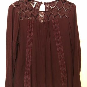 Long sleeved, burgundy, laces detail blouse.